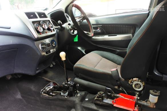 Gambar menunjukkan jok mobil Toyota New Agya 1.2 L M/T Gymkhana 2017