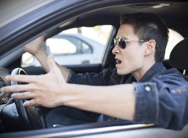 Ilustrasi pengemudi dengan karakter temperamental