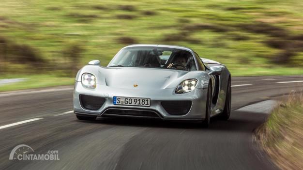 Porsche 918 warna silver
