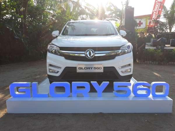 DFSK Glory 560 2019 warna putih difoto dari depan