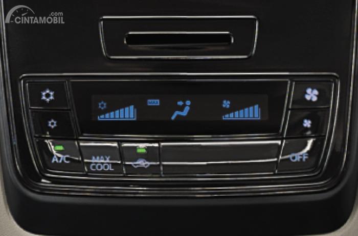 Gambar menunjukkan AC Digital Daihatsu Grand New Xenia 1.3 R 2019
