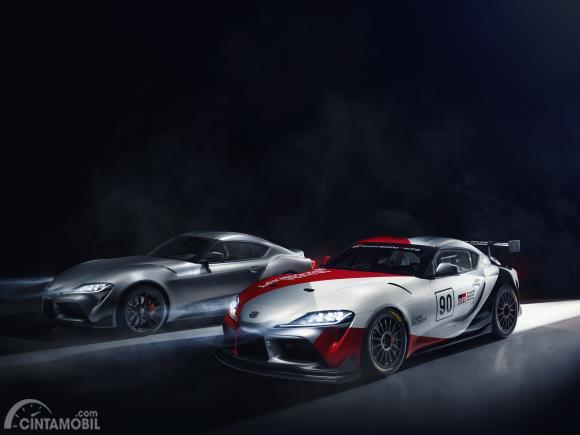 Review Toyota GR Supra GT4 Concept 2019: Gambar menunjukkan komparasi GR Supra dengan  GR Supra GT4 Concept