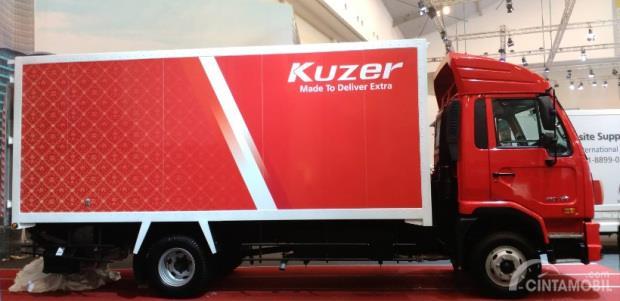 kargo dan bagasi UD Trucks Kuzer 2018 berwarna merah
