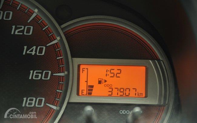 Odometer merupakan patokan jarak tempuh yang dilalui oleh mobil