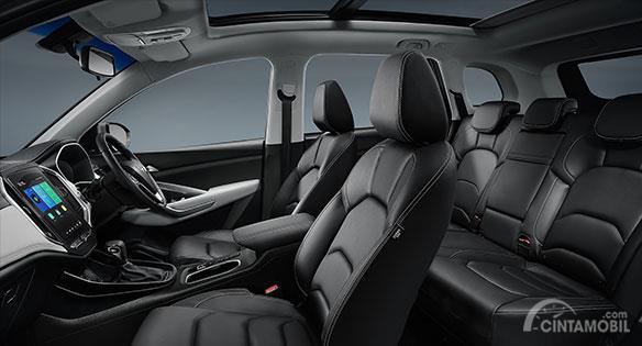 Foto Interior Wuling Almaz, konfigurasi 5 seater membuatnya tampak lapang dan lega