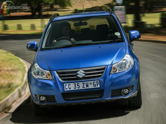 Gambar menunjukkan Suzuki SX4 X-Over 2007 spek Afrika Selatan
