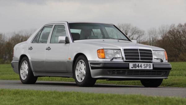 Foto Mercedes-Benz 500E milik Rowan Atkinson