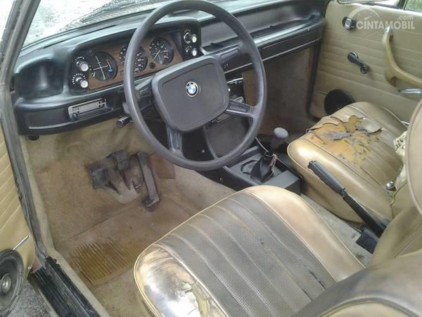 Perhatikan Komponen Aus Pada Interior Saat Membeli Mobil Bekas