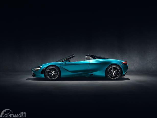 Gambar menunjukkan desain bagian samping McLaren 720s warna Aqua Blue 2019