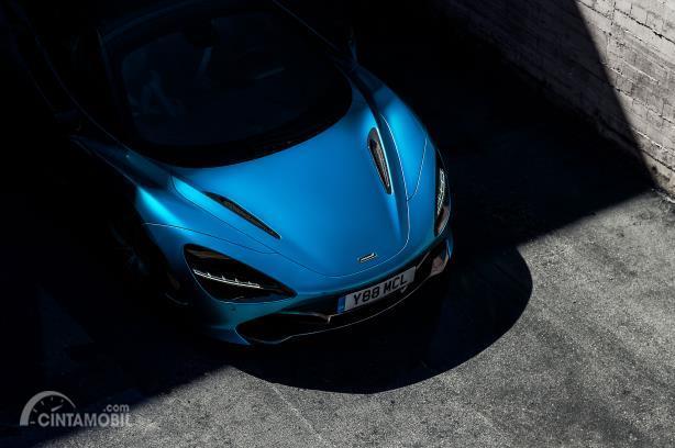Gambar menunjukkan Bagian depan McLaren 720s Spider 2019