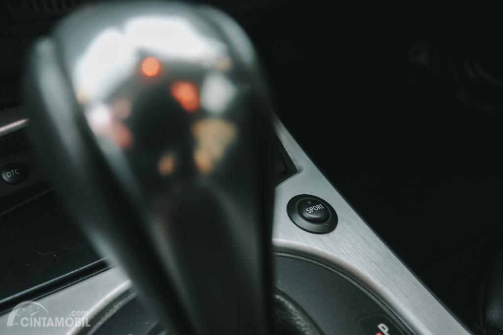 Gambar menunjukkan Mode Berkendara pada mobil BMW Z4 Coupé 3.0si 2007