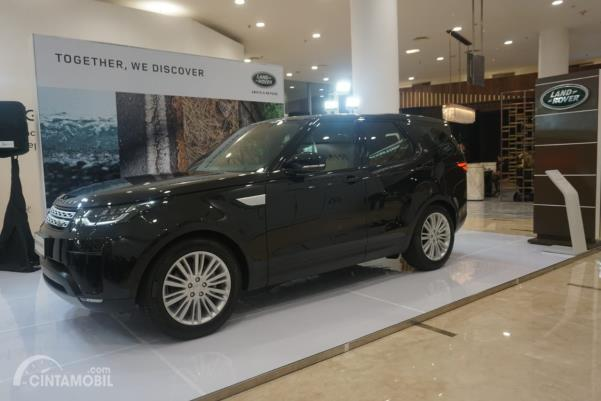 Land Rover Discovery warna hitam