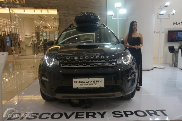 Land Rover Discovery Sport warna hitam