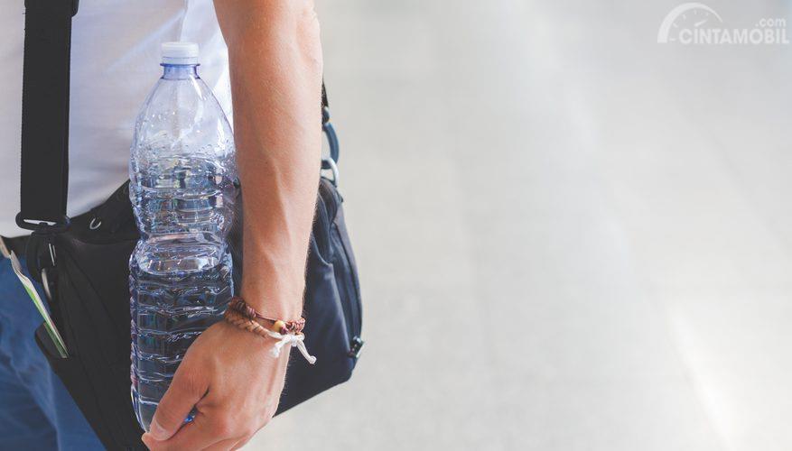 Air Mineral menjadi hal terpenting supaya Anda tidak mengalami dehidrasi