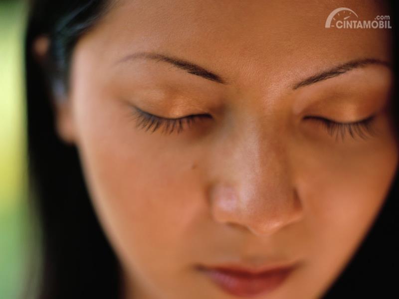 Memejamkan mata selama beberapa menit nyatanya efektif untuk mengusir kantuk