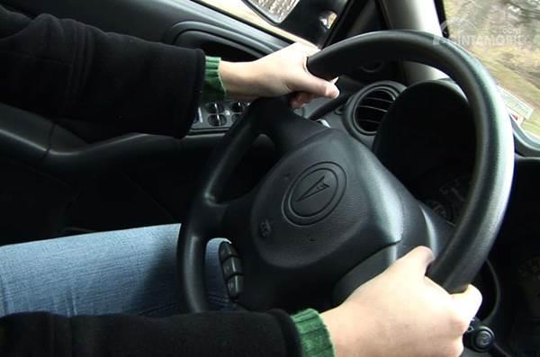 jarak antara setir dengan tubuh pengemudi
