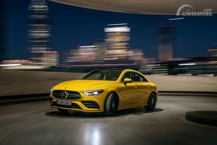 mobil baru Mercedes-AMG CLA 35 2019 berwarna kuning