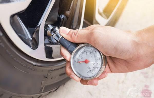 Berapa Sih Tekanan Angin Ban Mobil Anda?