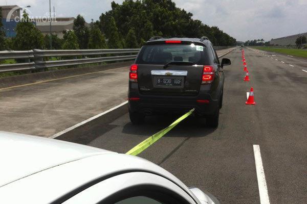 Jangan Khawatir Atau Panik, Berikut Tips Menderek Mobil Mogok Yang Aman