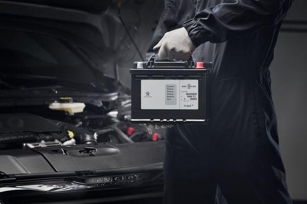 Foto ilustrasi program servis dan penggantian komponen New Peugeot 3008