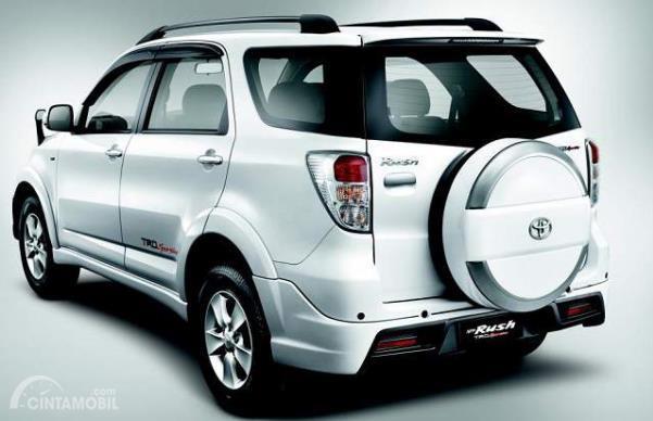 Penampakan bagian belakang Toyota Rush TRD Sportivo