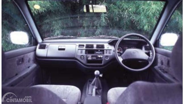 Layout dasbor mobil Toyota Kijang LGX 1997