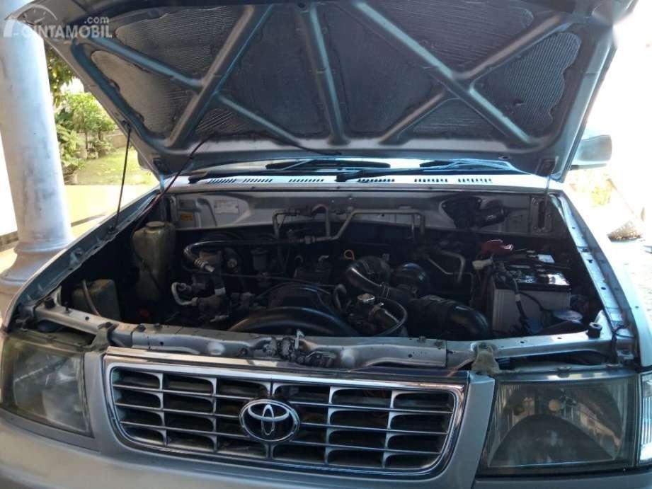 Gambar menunjukkan desain bagian Mesin 7K-E Toyota Kijang LGX EFI 1.8 2000