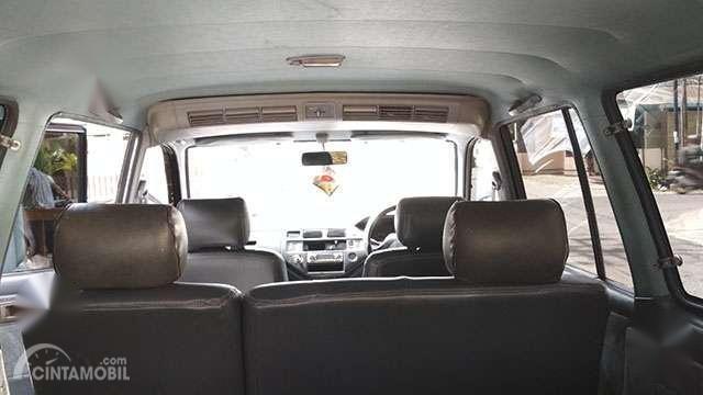 Gambar menunjukkan Fitur Toyota Kijang LGX EFI 2000
