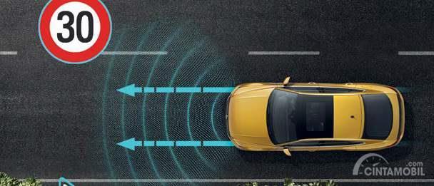 Fitur Cruise Control Volkswagen Arteon 2019 bekerja mengandalkan sensor supaya kendaraan dapat melaju otomatis tanpa harus khawatir akan kecelakaan