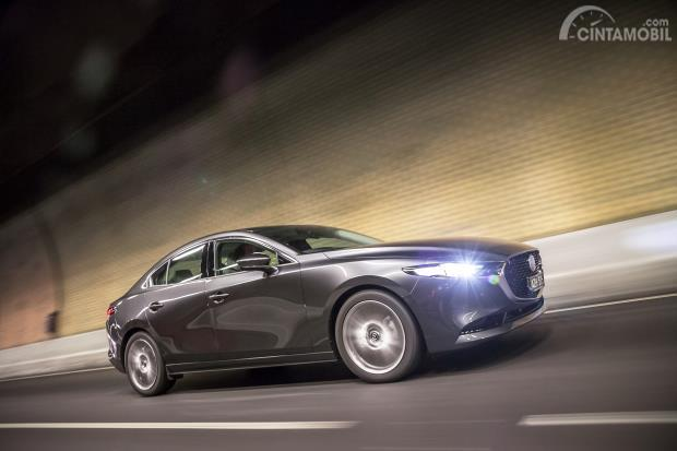 Mazda 3 2019 sedan warna abu-abu