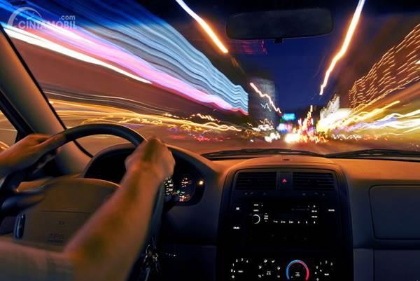 Berkendara malam hari