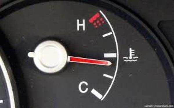 Foto jarum penunjuk suhu mesin