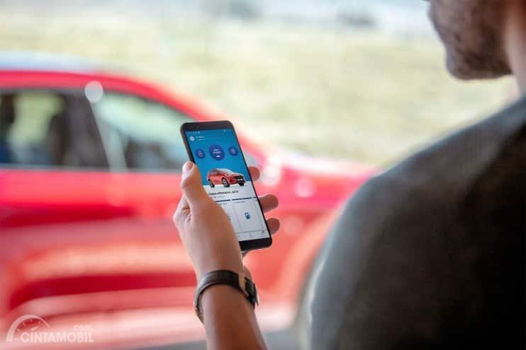 Fitur Ford Kuga 2020 terbilang cukup praktis dan inovatif yang mana pengendara dapat memantau kondisi kendaraan langsung dari Handphone