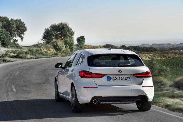 Foto All New BMW 118i Sport Line F40 2020 tampak belakang