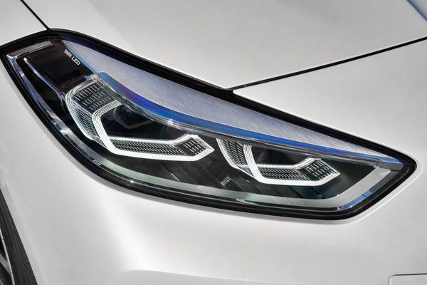 Foto lampu depan LED dari  All New BMW 118i Sport Line F40 2020