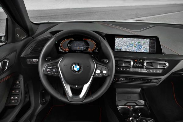 Foto setir dan dasbor All New BMW 118i Sport Line F40 2020