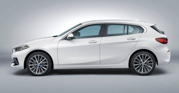 Foto All New BMW 118i Sport Line F40 2020 tampak frontal dari samping
