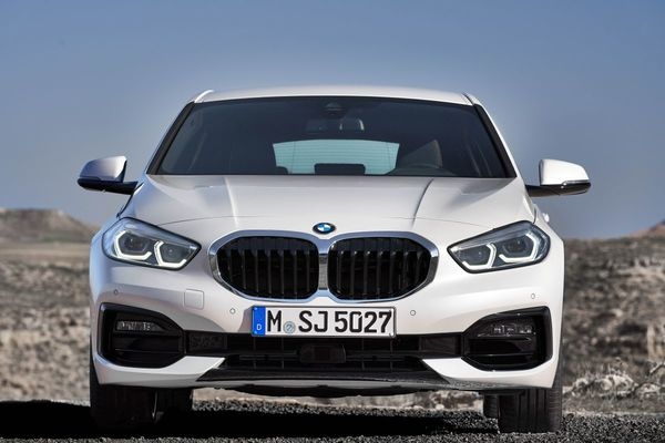 Foto All New BMW 118i Sport Line F40 2020 tampak frontal dari depan