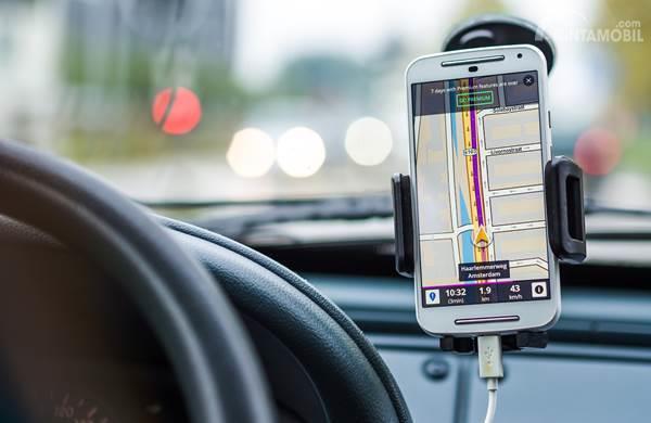 Menggunakan GPS saat nyetir