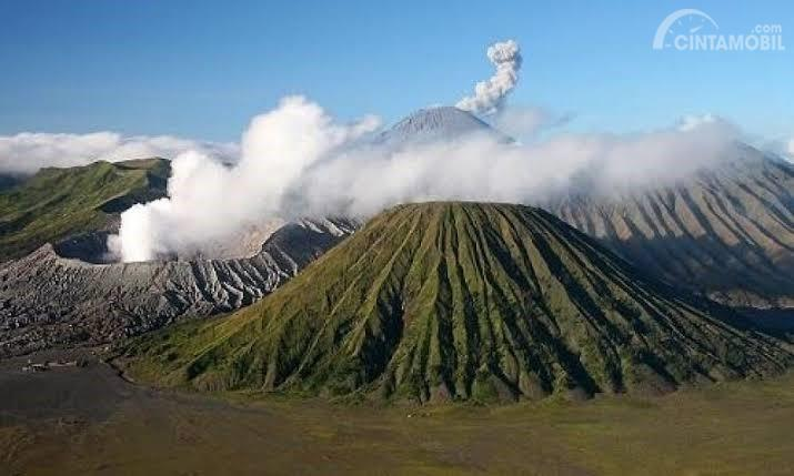 Gambar menunjukkan pemandangan di gunung Bromo di Malang Indonesia
