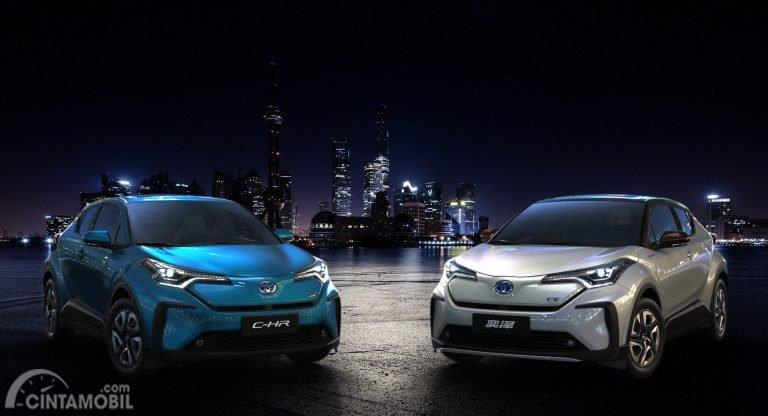 dua mobil baru Toyota C-HR bertenaga listrik dan Ioza