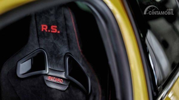 Gambar menujukkan desain Kursi pada mobil Renault Megane R.S Trophy-R 2019