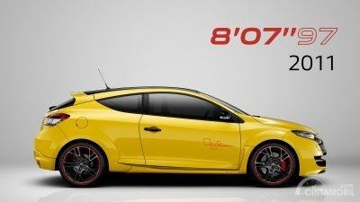 Gambar sebuah Mobil Renault Megane R.S Trophy-R 2011 berwarna kuning dilihat dari sisi samping