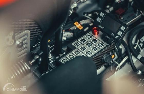 Gambar menujukkan tombol pengatur di All New Ford Fiesta R5 2019