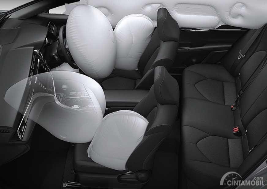 Gambar menujukkan fitur keamanan mobil Toyota Camry 2.5 V 2019 yaitu fitur airbag