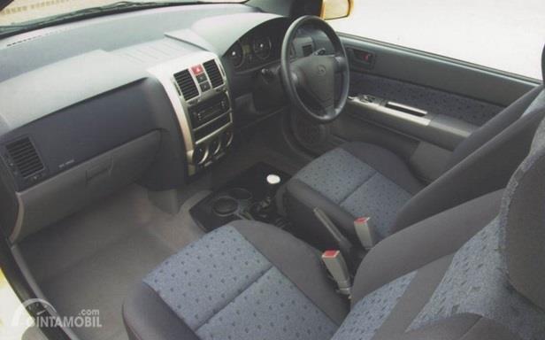 Dashboard Hyundai Getz 2007 menggunakan bahan yang kurang berkualitas