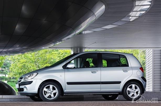 Eksterior Samping Hyundai Getz 2007 hadir dengan dimensi ringkas serta menggunakan pelek berukuran 15 inci