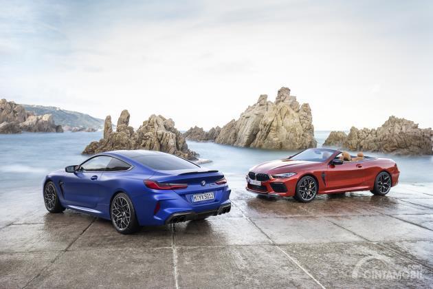 Dua varian BMW M8 Competition, Coupe dan Convertible berwarna biru dan merah
