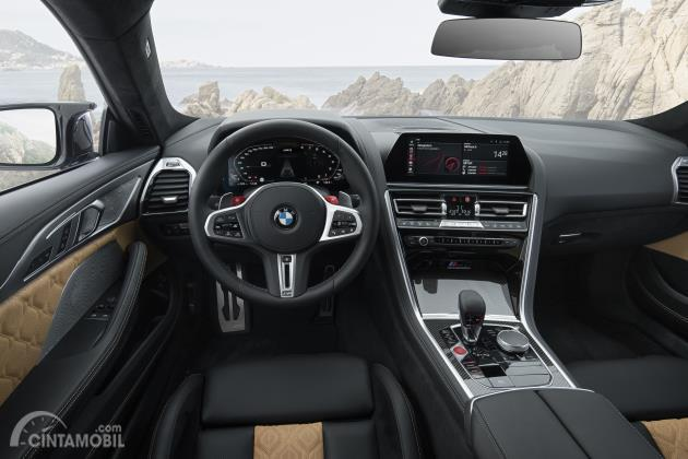 Gambar menunjukkan Suasana kokpit BMW M8 Competition Coupe 2020