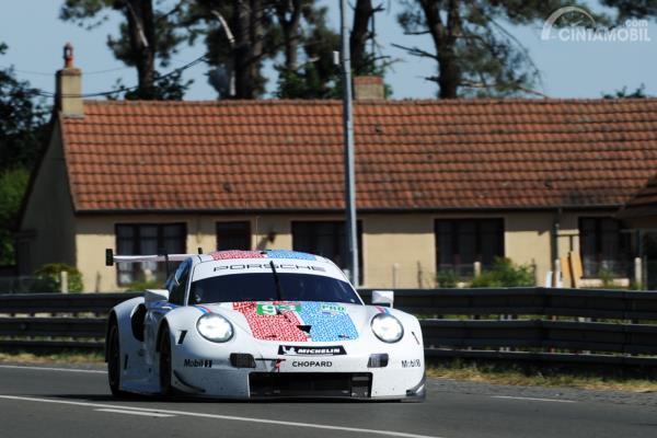 Porscje 911 RSR GT IMSA saat tes jelang Le Mans 2019